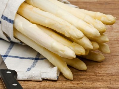 Fresh cut white asparagus